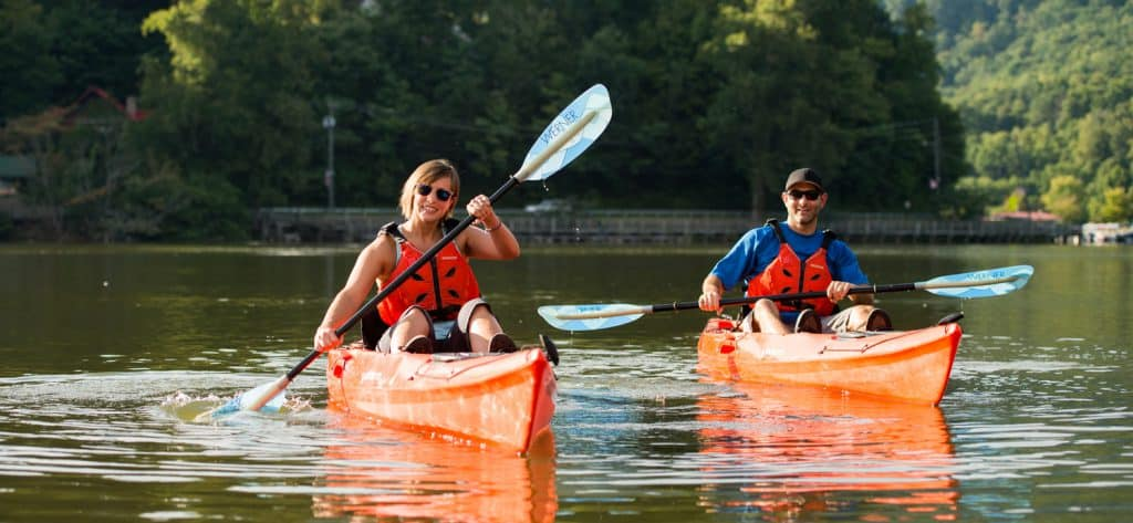Two paddlers on water. Nine health benefits of paddling.