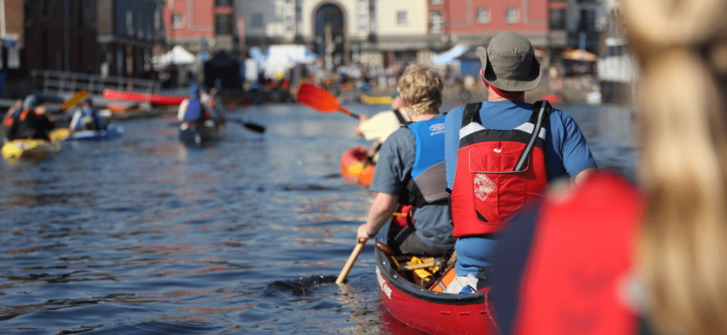 five differences between canoes and kayaks