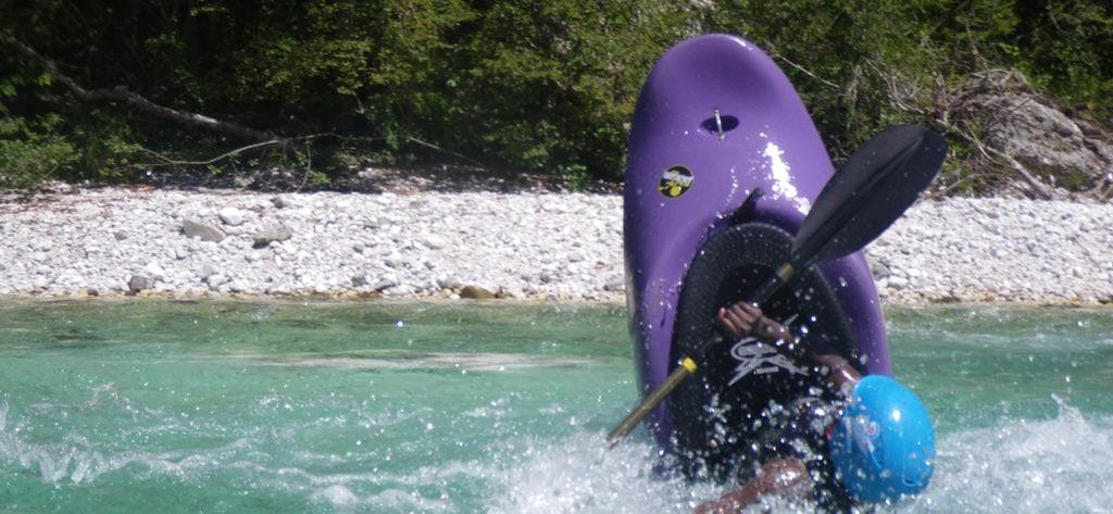 Freestyle kayaker tail stalling